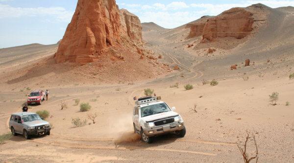 Wüstenjeeps in der Mongolei