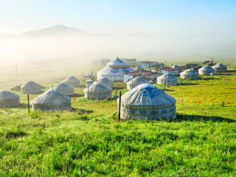 Jurtencamp in der Mongolei