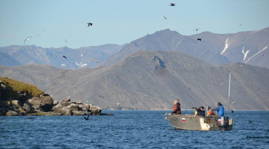 Boot in Bucht der Beringsee